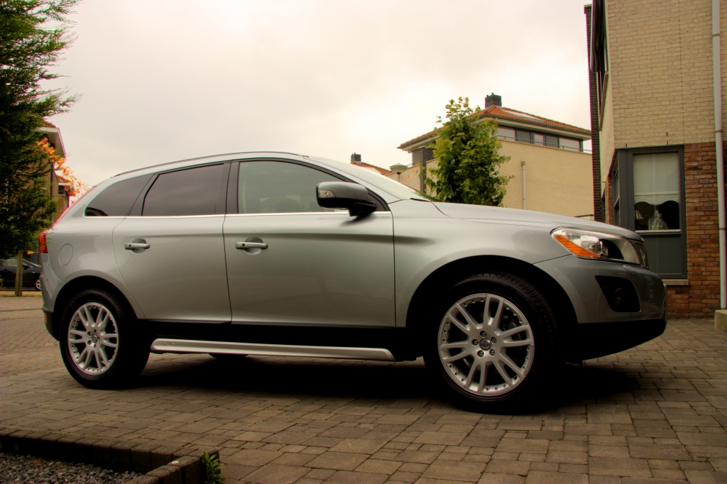 volvo xc60 summum zilver d5 205pk gt awd 2009 2 driven2shine. Black Bedroom Furniture Sets. Home Design Ideas